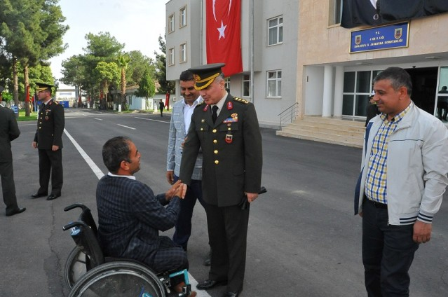 Engelliler bir günlüğüne asker oldu