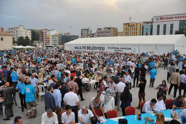 5 Bin kişiye iftar yemeği verildi