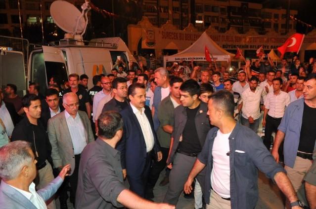 Bakan Çelik demokrasi nöbeti için Şanlıurfa'da