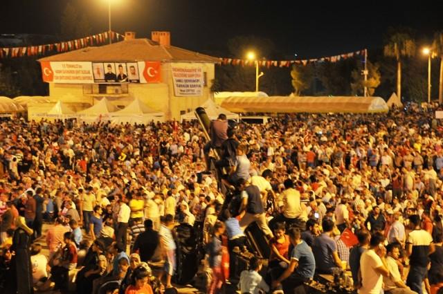 Şanlıurfa'daki demokrasi nöbetine sanatçılar damga vurdu
