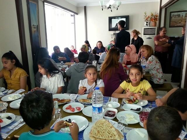 CHP Şanlıurfa Kadın Kolları Teşkilatından anlamlı 'Anneler Günü' etkinliği