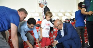 Bozova Kaymakamı ve Bozova Belediye Başkan Vekili Zekeriya Göker 210 çocuğu sevindirdi