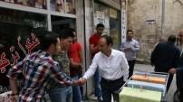 Halkların Demokratik Partisi (HDP) Urfa Milletvekili Adayı Osman Baydemir, merkez Haliliye İlçesi'nde önce esnaf ziyaretinde bulundu