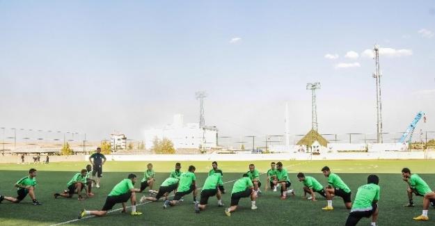 Şehitkamil Belediyespor Yönetiminden Futbolculara Moral Ziyareti
