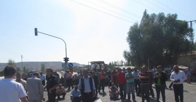 Tuzluca'da Yol Kapatma Eylemi