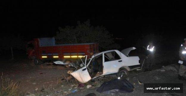 Kamyonla otomobil kafa kafaya çarpıştı: 2 Ölü