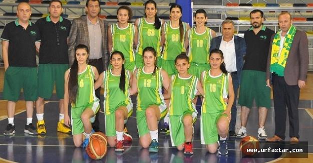 Kızlar Antalya yolunda