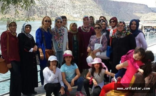 AK Partili kadınlar Halfeti'yi gezdi