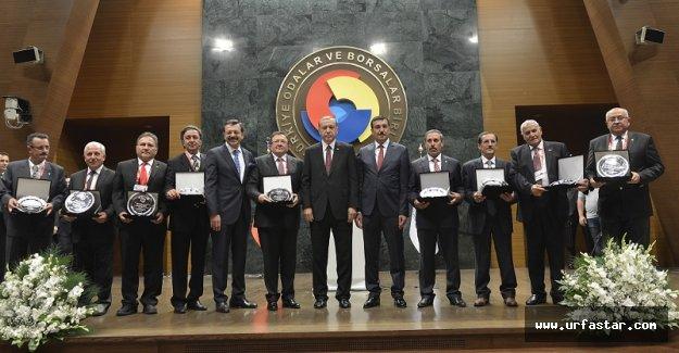Plaketlerini Erdoğan'dan aldılar