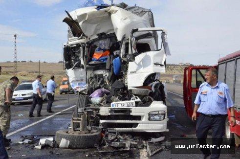 Urfa'da 2 tır çarpıştı