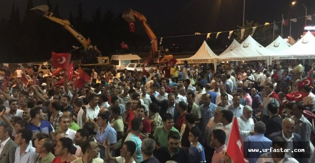 Urfa halkı demokrasi için yine sokaklara döküldü