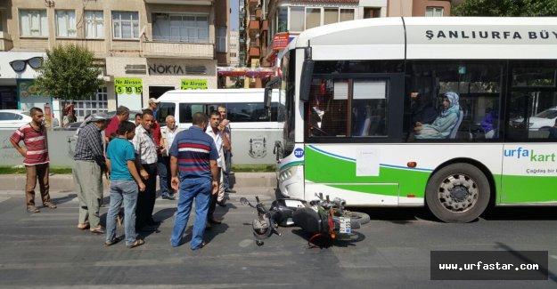 Belsan otobüsü, motorsikleti altına aldı