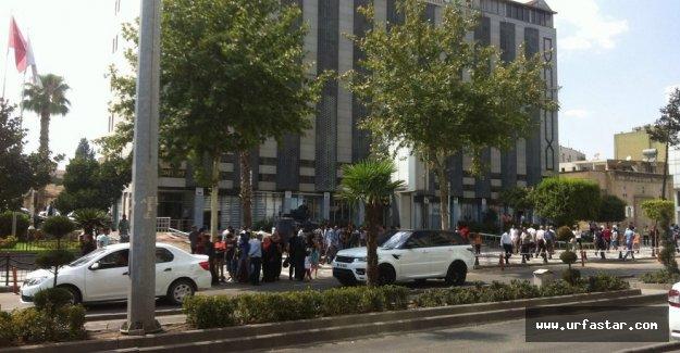 Büyükşehir Belediyesi önünde gerginlik