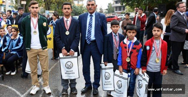 Satranç Turnuvasında Dereceye Girenler Altınla Ödüllendirdi