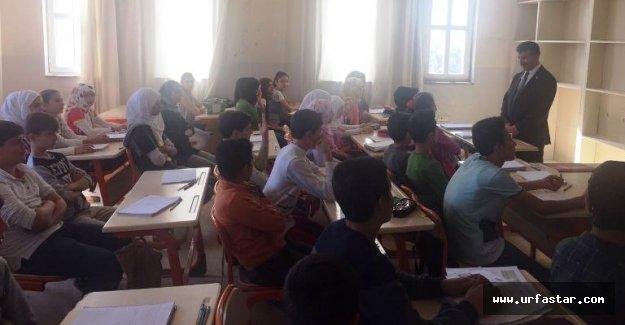 Cevheri Suriyeli çocuklara öğretmen oldu