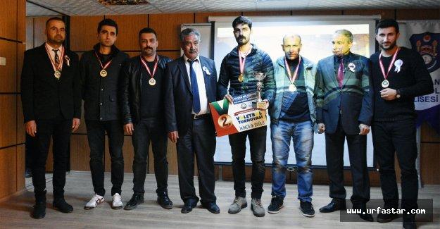 Hilvan'da, Voleybol Turnuvasında Dereceye Girenler Altınla Ödüllendirildi
