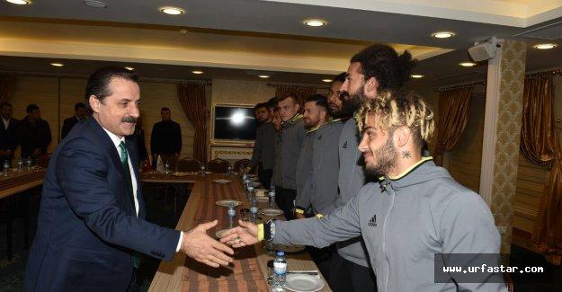Bakan Çelik Urfaspor'u yalnız bırakmadı