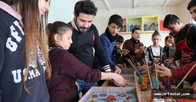 Gençlerin Ebruli sanatına ilgisi artıyor...