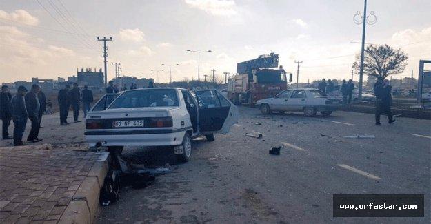Trafik kazasında yaralılar araçta sıkıştı