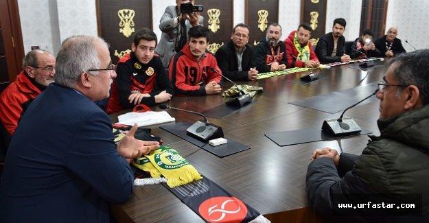 Eskişehirspor taraftarlarından Vali Tuna'ya ziyaret