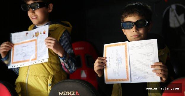 Karaköprü'de öğrencilere ilginç karne hediyesi
