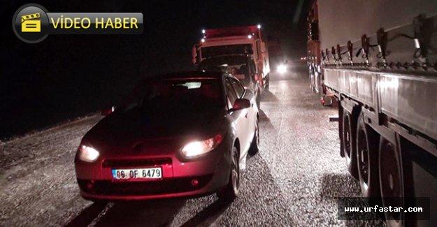 Urfa'da araçlar mahsur kaldı