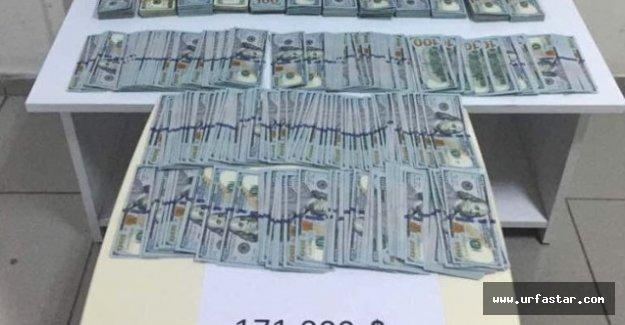 171 bin dolarla Urfa'ya gelirken yakalandı