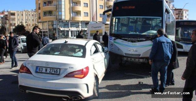 Otomobille belediye otobüsü çarpıştı