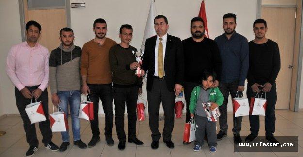 Şampiyonlar kupayı başkan Baydilli'ye verdi