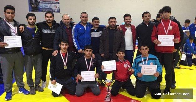 Güreş bölge şampiyonasına Urfa damgası