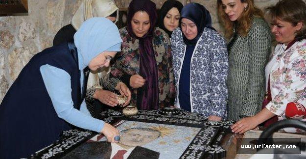 Erdoğan'ın portresini Eşi dokudu