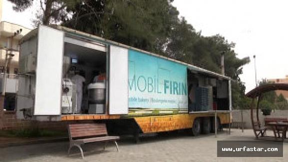 Suriyelilere günlük ekmek yardımı