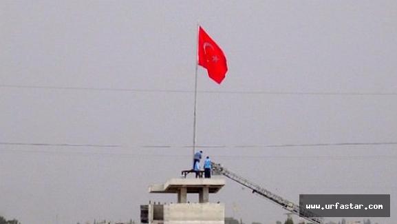 Akçakale sınırında Türk Bayrağı gelişmesi