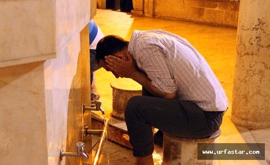 İftar saatini Camilerde Bekliyorlar