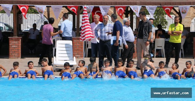 Gençler, Büyükşehirle Yüzmeyi Öğreniyor
