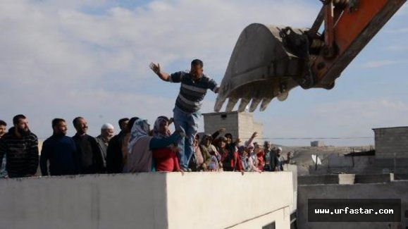 Urfa'da Elleriyle Kepçeye Karşı Koydular