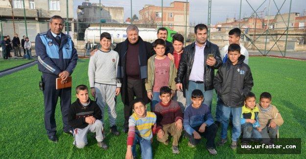 Başkan Pınarbaşı'ndan her mahalleye bir halı saha