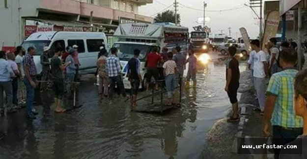 Alt yapı YETERSİZ! Sokaklar sular altında..