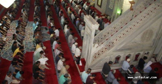 Urfalılar Ramazan Ayını Balıklıgöl'de Uğurladı