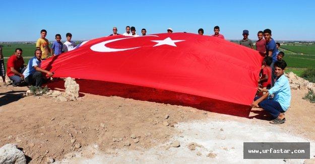 Akçakale Karatepe Mahallesinde Ay Yıldızlı Türk Bayrağı Gönlere Çekildi