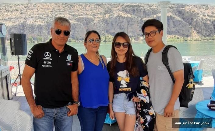 Dünya turistleri Çeşmi Han'da...