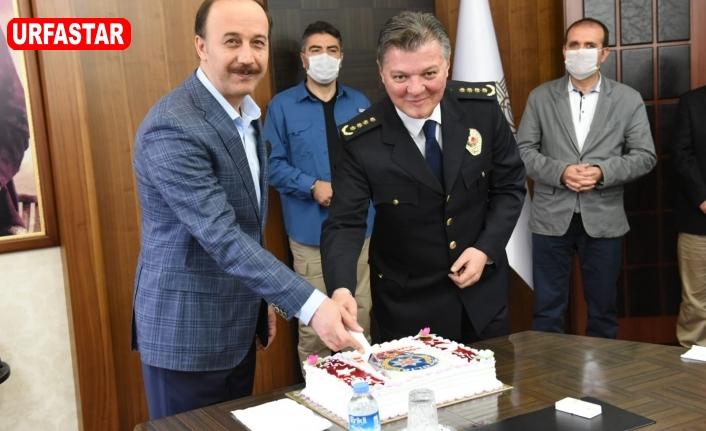 Polis Bayramını Pasta Keserek Kutladılar