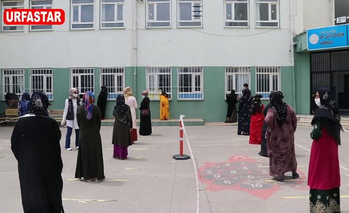 Urfa'da sosyal mesafeli yardım
