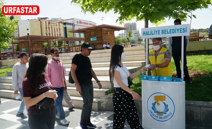 Halk sağlığını düşünülen Haliliye'de maske dağıtımı sürüyor
