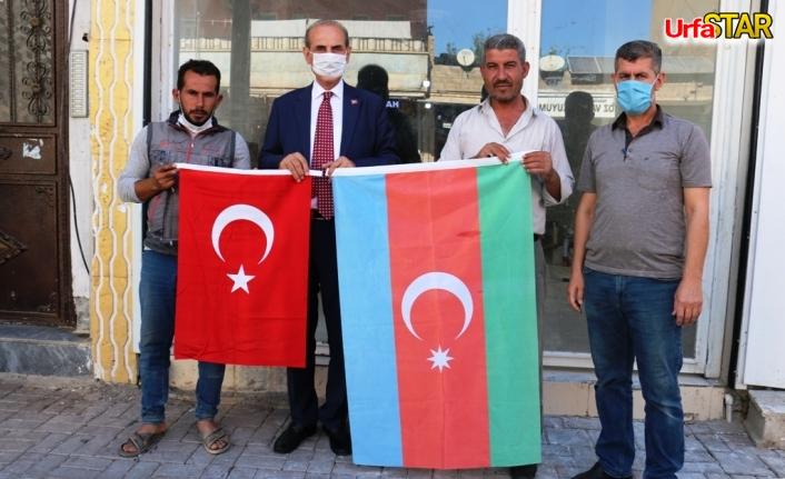 Akçakale'de kardaş Azerbaycan Bayrakları dalgalanıyor