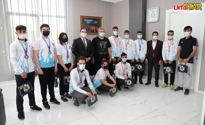 Antalya'dan gururla dönen sporculardan Başkan Canpolat'a ziyaret