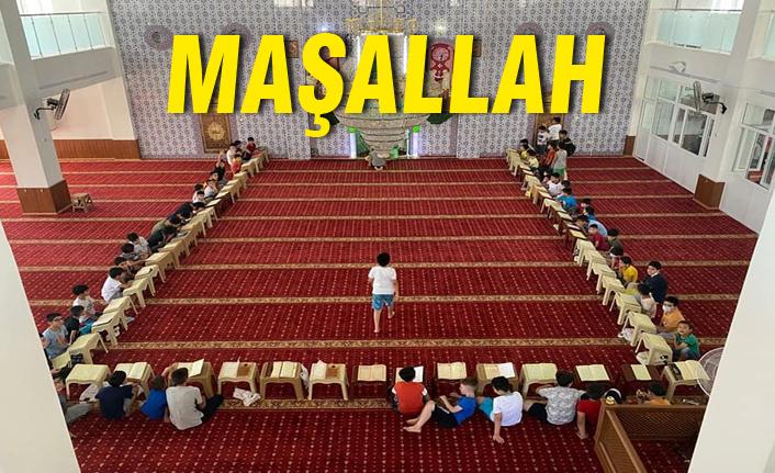 Urfa'da Kur'an okumak isteyen çocuklar camilere koşuyor...