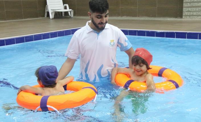 Engelliler ama yüzmeye engelleri yok...