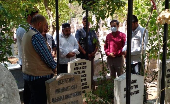 Yetimin, fakirin babası Aziz Hoca mezarı başında anıldı