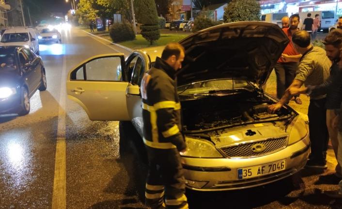 Karaköprü'de araç seyir halindeyken alev aldı!